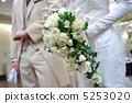 白玫瑰和新娘和新郎 5253020