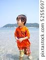 海水浴する子供 5255697