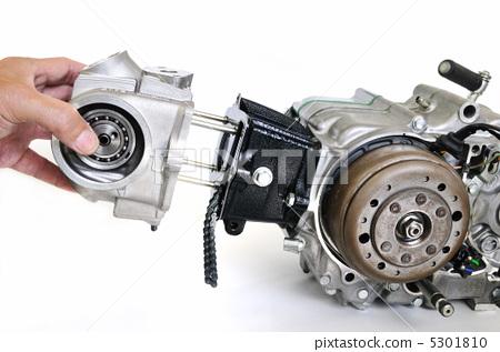 Maintenance of motorcycle engine 5301810
