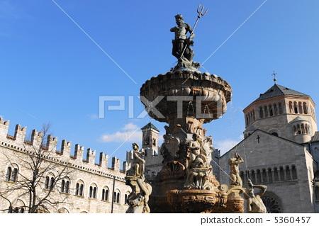 토렌트 두오모 광장 넵튠 분수 fontana del Nettuno 5360457