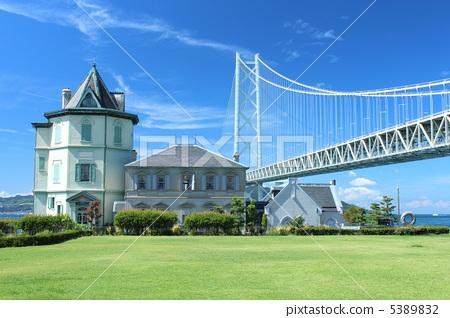 Sun Yat-sen Memorial Hall and Akashi Kaikyo Bridge 5389832