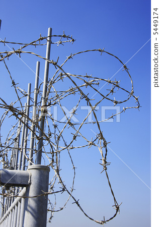 Barbed wire 5449174