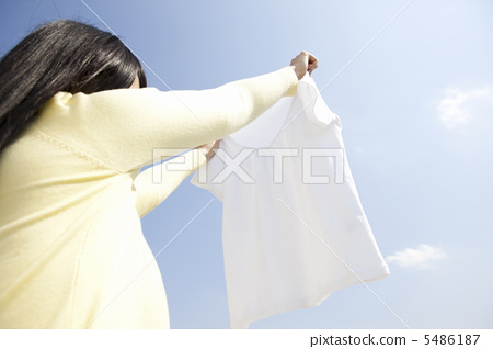 A woman hanging up the laundry 5486187