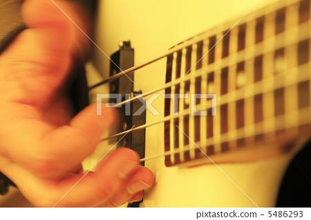 Guitar playing 5486293