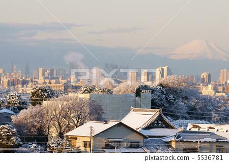 City snow scenery 5536781