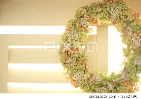 Flower lease decorated 5562790
