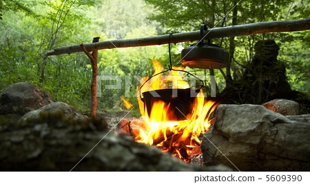 Camping fire 5609390