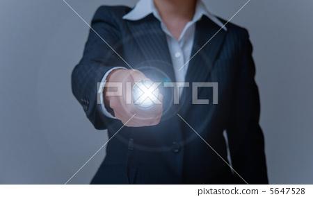 OL lighting the flashlight with one hand 5647528