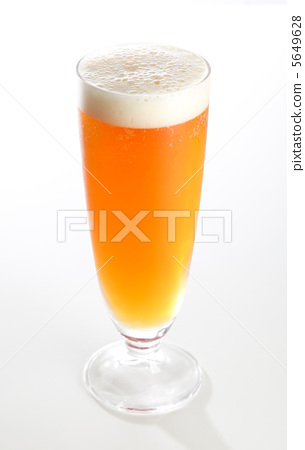 Cold pale ale poured into the glass 5649628