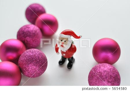 與聖誕老人玩偶的聖誕節裝飾 5654580