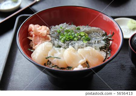 Shirasu bowl with scallops 5656413