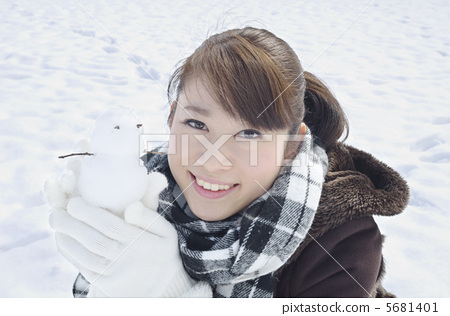 Women playing in snow dharma 5681401