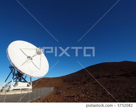 Radio telescope Mauna Kea 5752082