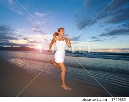 Running woman 5759885
