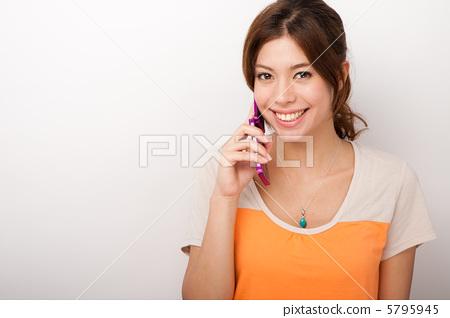 Women calling 5795945