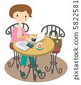 一名女子在一家咖啡馆工作 5822581