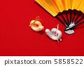 ตุ๊กตาทำมือรูปหัวใจทองคำและเงินของพญานาคแม่บ้าน 5858522