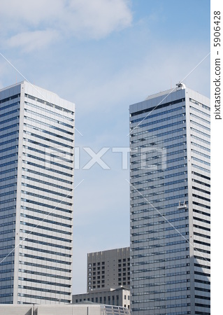 가을 하늘과 트윈 타워 빌딩 5906428
