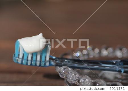 toothbrush 5911371