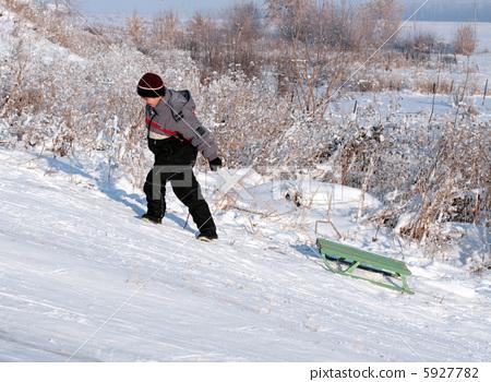 asian boy go uphill 5927782
