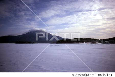 Lake Akan 6019124