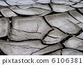 Dirty and cracked earth 6106381
