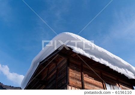 Layer of Shirakawago snow in winter 6156110