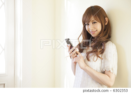 Curly hair woman using smartphone 6302353