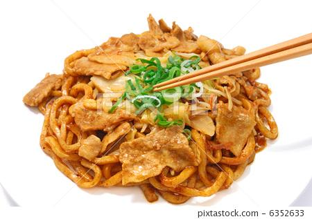 Delicious raw udon noodles 6352633