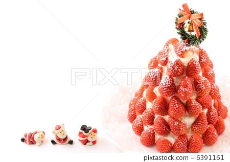 Strawberry Tree Cake 6391161