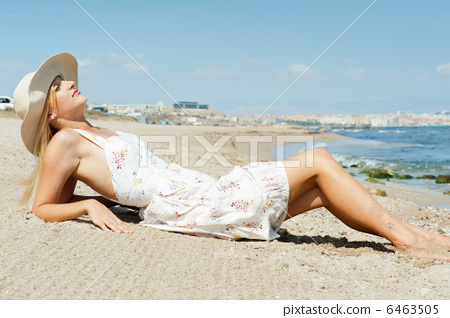 Bright photo of a beautiful model wearing hat and elegant clothe 6463505