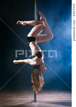 Pole Dance Woman 6467033