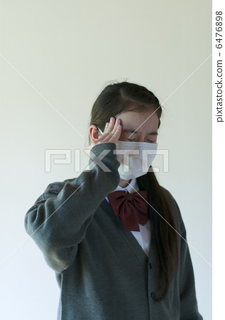 Junior high school students with headache 6476898