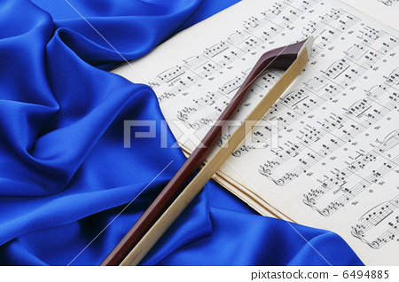 Blue silk and score and bow 6494885