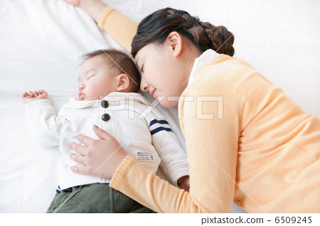 Baby and family 6509245