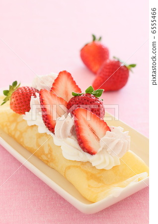 Sweet crepe strawberries 6555466