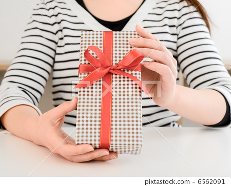 Gifts and women 6562091