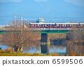 越过Katsuragawa(京都市Sakyo-ku,Saigyo区)的阪急列车 6599506
