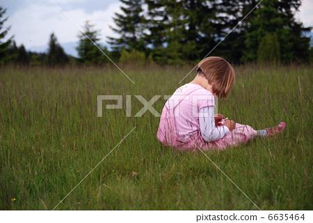 little girl crying 6635464