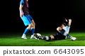 football players in competition for the ball 6643095