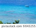 船漂浮西滨海滩(冲绳,庆良,赤岛) 6643255