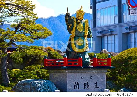 "Statue of ""Bugaku Ranling King"" (Ferry Terminal Rotary to Miyajima / Hatsukaichi City Hiroshima Prefecture Miyajimaguchi) 6649877"
