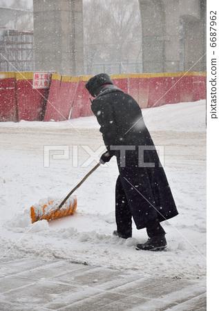 A snowblocker 6687962