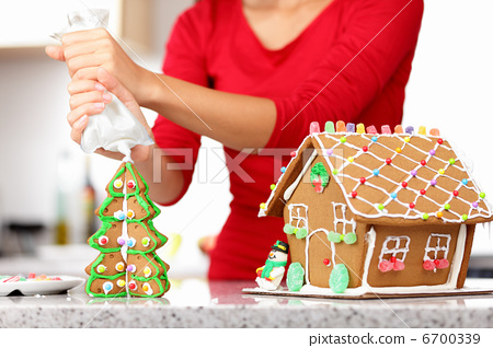 gingerbread house 6700339