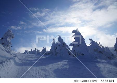 Zao Onsen Ski Area Course icebreaks aside 6888484