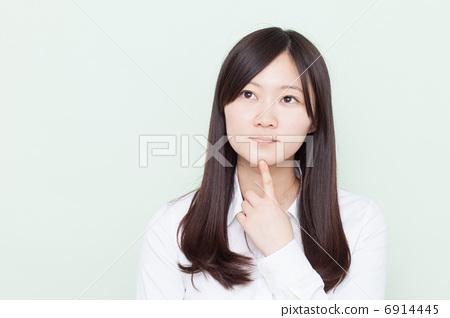 Thinking girl 6914445