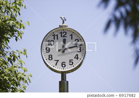 Park's analog clock 6917682