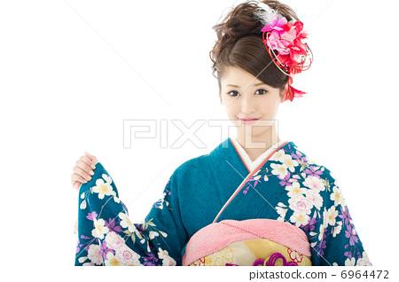 Women in kimono 6964472