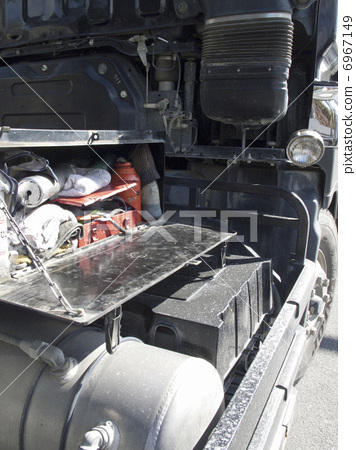 Dump truck tool box 6967149