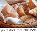 Bread 7063599